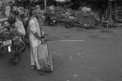 intezaar | Chor Bazaar | Sony A6400 | 28mm FE2 | Humayunn Niaz Ahmed Peerzaada (Humayunn Niaz Ahmed Peerzaada) Tags: blackandwhite monochrome chorbazaar bhendibazaar mumbai maharashtra india street streetphotography mumbaistreetphotography sonyilce6400 sonyfe28mmf2