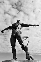 Estatua de los Vientos, Suances (diegocarreraperez) Tags: escultura estatua viento wind man hombre human humano bronce bronze suances cantabria mar sea ocean océano atlantic atlántico playa beach locos crazy nature naturaleza libertad freedom