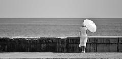Hope. (Carlos Arriero) Tags: lahabana cuba hope esperanza white blanco woman mujer centroamérica blackandwhite blancoynegro bw bn composición composition viajar travel portrait retrato carlosarriero nikon d800e havana art fineart creative creativa monochrome noiretblanc people personas panorámica panoramic pano f28 70200mmf28 tamron umbrella