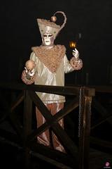 QUINTESSENZA VENEZIANA 2019 866 (aittouarsalain) Tags: venise venezia carnevale carnaval costume masque mask nuit lanterne
