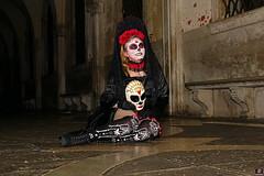 QUINTESSENZA VENEZIANA 2019 870 (aittouarsalain) Tags: venise venezia carnevale carnaval masque mask costume nuit zombie