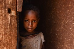 Saware Girl (Rod Waddington) Tags: africa african afrique afrika äthiopien ethiopia ethiopian ethnic ethnicity etiopia ethiopie etiopian wollayta wollaita wood door saware village portrait wolayta culture cultural child