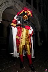 QUINTESSENZA VENEZIANA 2019 871 (aittouarsalain) Tags: venise venezia carnevale carnaval costume chapeau lanterne masque mask palazzoducale