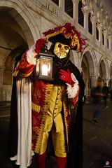 QUINTESSENZA VENEZIANA 2019 872 (aittouarsalain) Tags: venise venezia carnevale carnaval masque costume chapeau lanterne palazzoducale
