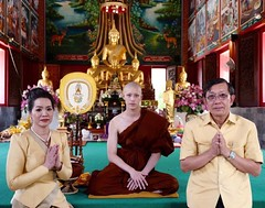 Lee Thanapob ordained monk, He entered the initiation ceremony... (makeuptemple) Tags: tor lee thanapob leeratanakachorn ธนภพ ลีรัตนขจร