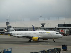 Airbus A320  -  EC-LZZ  -  Vueling (cessna152towser) Tags: vueling airbus amsterdam schiphol