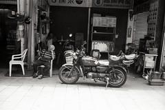 (Ah - Wei) Tags: kentmere400bw bw film hc110 taiwan people street