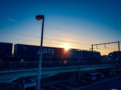 Crossrail 186 210 met GTS Shuttle @ Hasselt (Avinash Chotkan) Tags: crossrail br186 traxx bombardier sunset trains belgium gts containers sky