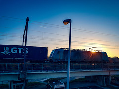 Crossrail 186 210 met GTS Shuttle @ Hasselt (Avinash Chotkan) Tags: crossrail traxx br186 sunset bombardier gts containers sky trains belgium