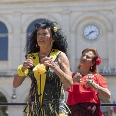 Le temps passe.... (Xtian du Gard) Tags: xtiandugard clock horloge nîmes féria old woman flamenco danse danseuse jaune rouge red yellow gare station