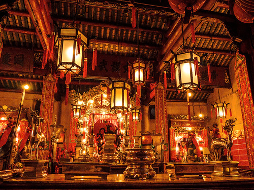 Profusion rouge et or - Temple Man MO - Hong Kong
