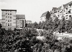 Berlin-Wilmersdorf, vermutlich Aachener Straße, ca. 1935 (Volker Zürn) Tags: aachenerstrase baum bauwerk berlin deutschland europa haus landschaft park pflanze welt wilmersdorf