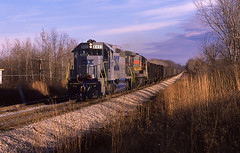 Westbound MTY coal @ Howell, Michigan 11-19-1989 Photo by Van Trepasso (Chad Trepasso) Tags: canonae1 35mmphotography trains railroads railfans plymouthsubdivision howellmichigan c307 familylines sd40 csxt