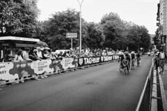 Tour of Italy 2019 (sirio174 (anche su Lomography)) Tags: giro giroditalia ciclismo cycling bicycle arrivo arrival como italia italy pentaxmx kodakbw400cn