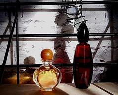 Shadows (claudine6677) Tags: flaschen fläschchen phiolen parfume shadows deco