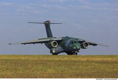 KC-390: O futuro da Aviação de Transporte (Força Aérea Brasileira - Página Oficial) Tags: 2016 ano2016 atletadepoloaquaticodobrasil campograndems embraer390 fab forcaaereabrasileira forçaaéreabrasileira fotobrunobatista kc390 ms pista brazilianairforce campanhadeensaios taxi testes