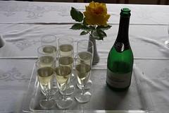 Sekt zur Begrüßung (multipel_bleiben) Tags: essen zugastbeifreunden alkoholika frühstück