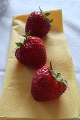 Erdbeeren (multipel_bleiben) Tags: essen frühstück obst zugastbeifreunden
