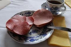 Aufbackbrötchen mit Salami und Fleischwurst (multipel_bleiben) Tags: essen frühstück wurst brötchen aufschnitt zugastbeifreunden