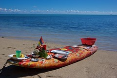 IMGP6544 Lunch on the beach (Claudio e Lucia Images around the world) Tags: îleauxbenitiers lemorne mauritius crystal rock le morne madiana 3 blackriver sea ocean water bluewater bluwater sky bluesky clouds pentax pentaxk3ii pentaxcamera pentaxlens pentax18135 pentaxart turtles souvenir gift market fleamarket île aux benitiers lunch beach