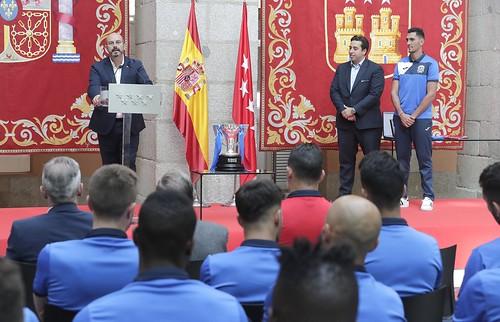 La Comunidad de Madrid homenajea al Fuenlabrada tras su ascenso a la Segunda División del fútbol español