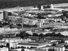 Stadtblick (schasa68) Tags: austria oberösterreich upperaustria stadt city pöstlingberg linz donau brücke brigde schwarzweis blackandwihte olympus om10 bw aussicht heima