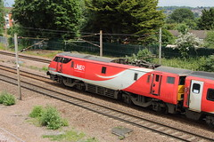 20190611 036 Oakleigh Park. 91125 Delayed 1A20 09.45 Leeds - King's Cross (15038) Tags: railways trains br britishrail electric locomotive class91 oakleighpark 91125 91025