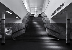 U-Bahnhof Saarlandstraße (michael_hamburg69) Tags: hamburg germany deutschland stairs treppe monochrome haltestelle saarlandstrase u3 winterhude ubahnhofsaarlandstrase