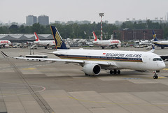 Singapore Airlines Airbus A350-941 9V-SMO (EK056) Tags: singapore airlines airbus a350941 9vsmo düsseldorf airport