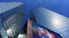 Heiß war es in Frankfurt............. (petra.foto busy busy busy) Tags: bank tower hochhaus architektur frankfurt spiegelung reflexion lichtreflexe gebäude cityscape city fotopetra canon eosrp