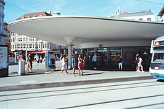 Bellvue Tram station in Zürich (titan3025) Tags: leica leicam6 m6 summicron 35mm kodak ultramax 400 zürich 2019