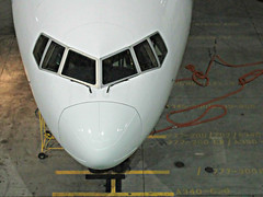 PR 777-3F6/ER RP-C7772 (kenjet) Tags: pr ksfo sf sfo sanfranciscointernationalairport philippine philippineairlines boeing 77w 773 777300er 7773f6er rpc7772 flugzeug gate nite night evening white nose terminal jet plane airline airliner