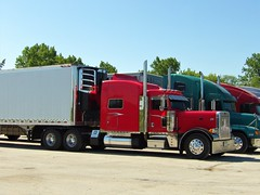 jaeger bomb (The WI Diesel Ranch) Tags: peterbilt greatdane thermoking refrigeratedvan