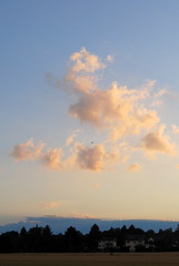 Komm über uns, du werter Geist (amras_de) Tags: sylterstrase wiesbaden dotzheim sauerland abend vespre vecer aften evening vespero ilta vespere sera vesper vakaras avond kveld seara forenicht kväll aksam sonnenuntergang escureixito ocàs soumrak solnedgang sunset ocaso päikeseloojang auringonlasku coucherdesoleil zalazaksunca tramonto soloccidens saulelydis riets zonsondergang soleglad zachódslonca pôrdosol apus scurata dayset západslnka solnedgång himmel nebo cel obloha sky cielo zeru taivas ciel spéir ég himinn dangus debesis hemelgewelf cèu niebo céu cer celu lift gökyüzü