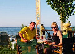Fred and Shiona (RobW_) Tags: pete fred etherington shiona coleman dinner freddiesfolks freddiesbar tsilivi zakynthos greece thursday 13jun2019 june 2019