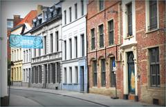 Une rue à Kortrijk (Courtrai) Flandre Occidentale, Belgium (claude lina) Tags: claudelina belgium belgique belgië kortrijk courtrai flandreoccidentale architecture rue street immeubles maisons houses buildings