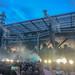 Konzertbesucher filmen die Laser-Lichtshow beim Auftritt der US-Metalband Metallica im RheinEnergie-Stadion