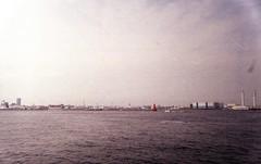 Yokohama (Oscar*) Tags: fed2 jupiter1235mmf28 ferrania solarisfgplus400 yokohama expired sky