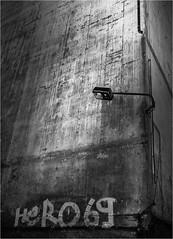 Alternder Held (Panasonikon) Tags: panasonikon panasonic dmcg81 mzuiko918 bw sw fürstenberg futtermittelfabrik lampe wand wall beton schrift text perspektive
