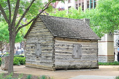 Log cabin at Elm Street in Dallas TX 29.4.2019 0409 (orangevolvobusdriver4u) Tags: 2019 archiv2019 usa amerika america texas dallas dallastx logcabin log cabin elmstreet