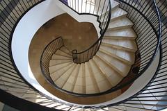 Statsgymnasium Aarhus (Elbmaedchen) Tags: staircase stairs stairwell stufen steps treppenhaus treppenauge treppe upanddownstairs helix schnecke roundandround downstairs escaliers escaleras rund aarhus dänemark danmark denmark statsgymnasiumaarhus interior kurvig