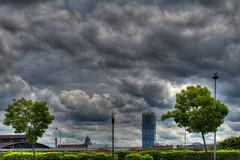 Brux-ciel (Jean-Marie Lison) Tags: eos80d anderlecht palaisdejustice tourdespensions arbres réverbères oiseaux nuages hdr bruxelles