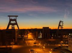 Abendstimmung Zeche Ewald, Herten, NRW, Deutschland (cokefrank) Tags: nightshot zeche ewald förderturm abendstimmung sonnenuntergang himmel