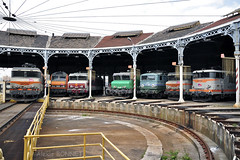 Ambiance à l'ancienne à Lyon-Mouche (Alexoum) Tags: sncf depot rotonde bb22200 bb26000 cc6500 cc7100 bb25150 lyon train locomotive