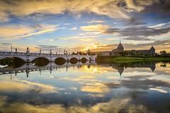 奇美博物館的晨光(Sunrise @ Chimei museum)。 (Charlie 李) Tags: tainancity reflection clouds morning chimeimuseum sunrise 倒影 雲彩 晨光 日出 奇美博物館