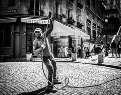 Street - Heave ho ! (François Escriva) Tags: street streetphotography paris france people candid olympus omd photo rue colors sidewalk black white bw noir blanc nb monochrome man worker construction work rope sun light restaurant stairs cap