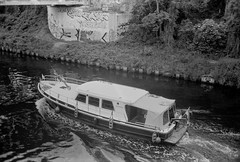 Schiff auf dem Teltowkanal  10.6.2019 (rieblinga) Tags: berlin schiff teltowkanal 1062019 fahrt analog revue 400 se agfa apx 100 adox fx 39 ii sw