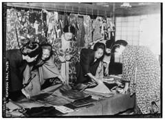 Anglų lietuvių žodynas. Žodis rummage sale reiškia perkratyti pardavimas lietuviškai.