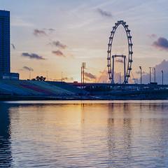 Sunrise at Marina Bay (Thanathip Moolvong) Tags: sunrise marina bay bronica s2 lomography 400 film