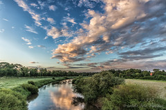 Wolkentanz über der Leine bei Bothmer (Friedels Foto Freuden) Tags: allerleinetal bothmer leine wolken clouds himmel sky fluss bäume wiesen spiegelung canond80